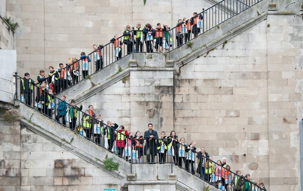 Conrad Shawcross with children from ramsgate primary schools pioneering places ramsgate